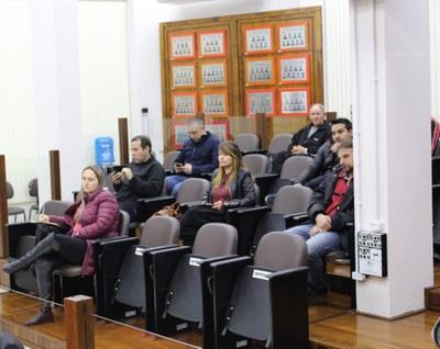 Público acompanha a sessão