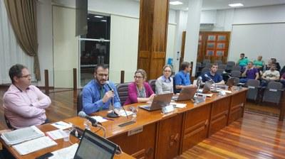 Secretário da Educação esteve na sessão