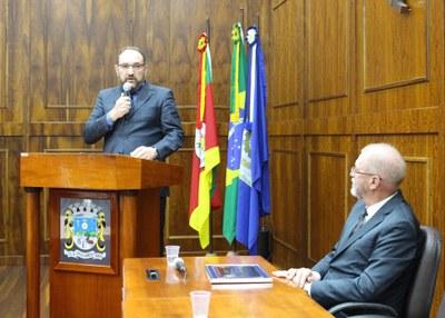21.10 Sessão Cidadão Barbosense Carlos Bach