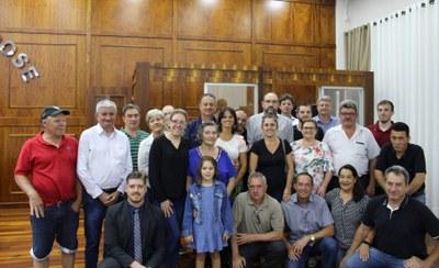 Familiares de Arthur Danieli com vereadores