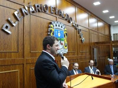 04.11 Jonas Viccari