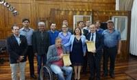 Moção de Louvor entregue a Associação dos Moradores do Bairro Ponte Seca e ao Sr. Clovis Tramontina